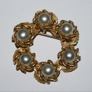 Beautiful gold and pearl brooch VINTAGE